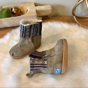 Toms toddler suede tribal boot